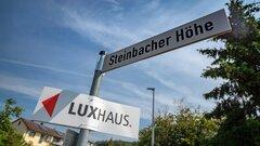 LUXHAUS Schild im Baugebiet Steinbacher Höhe in Georgensgmünd